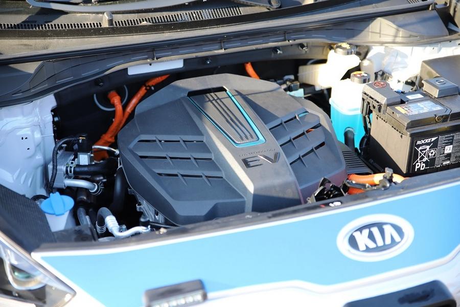 Nowe elektryczne radiowozy dla świętokrzyskich policjantów