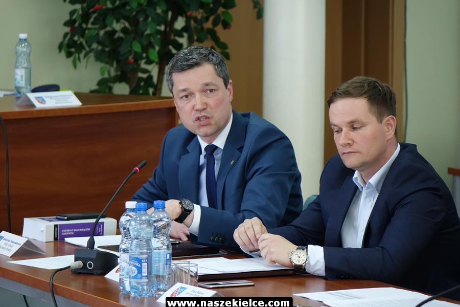 Radny o wójcie z Nowin: Powinna się nim zająć prokuratura