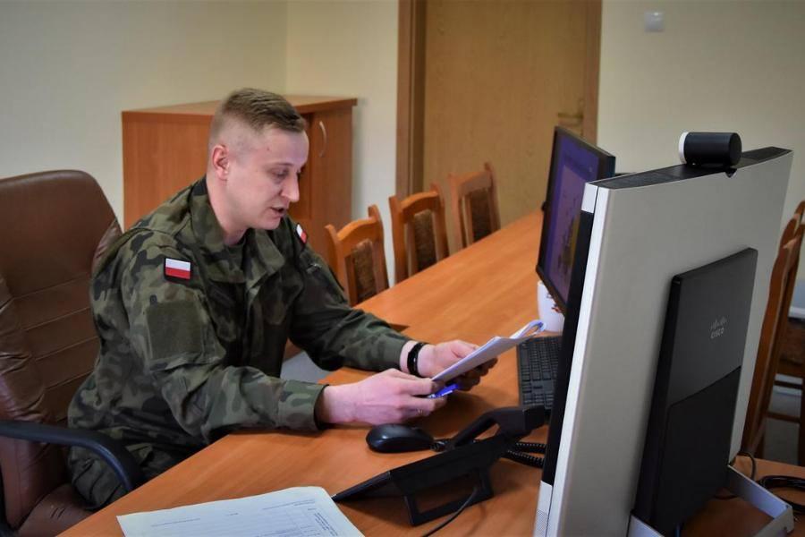 Żołnierze także szkolą się zdalnie. Centrum na Bukówce przeprowadził pierwsze wideokonferencje