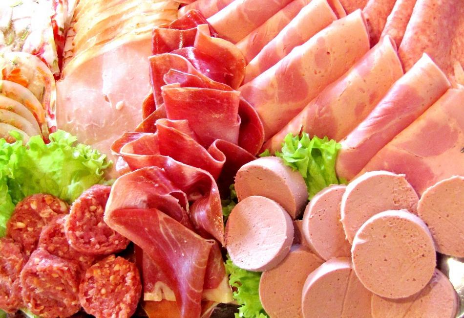 Ognisko epidemii COVID-19 w starachowickich zakładach mięsnych