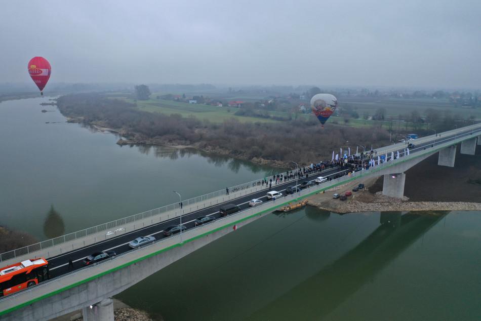 Most na Wiśle połączył dwa województwa
