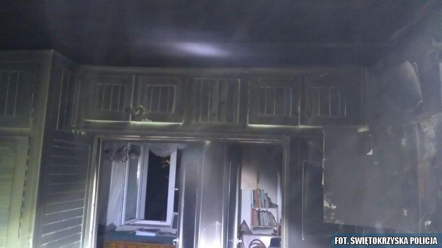 Policjant uratował starszą kobietę z pożaru mieszkania