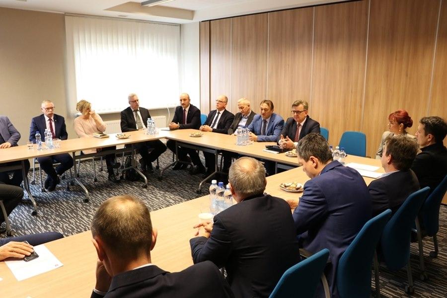 """Podwyżka za wywóz śmieci? Samorządowcy spod Kielc mówią """"nie"""""""