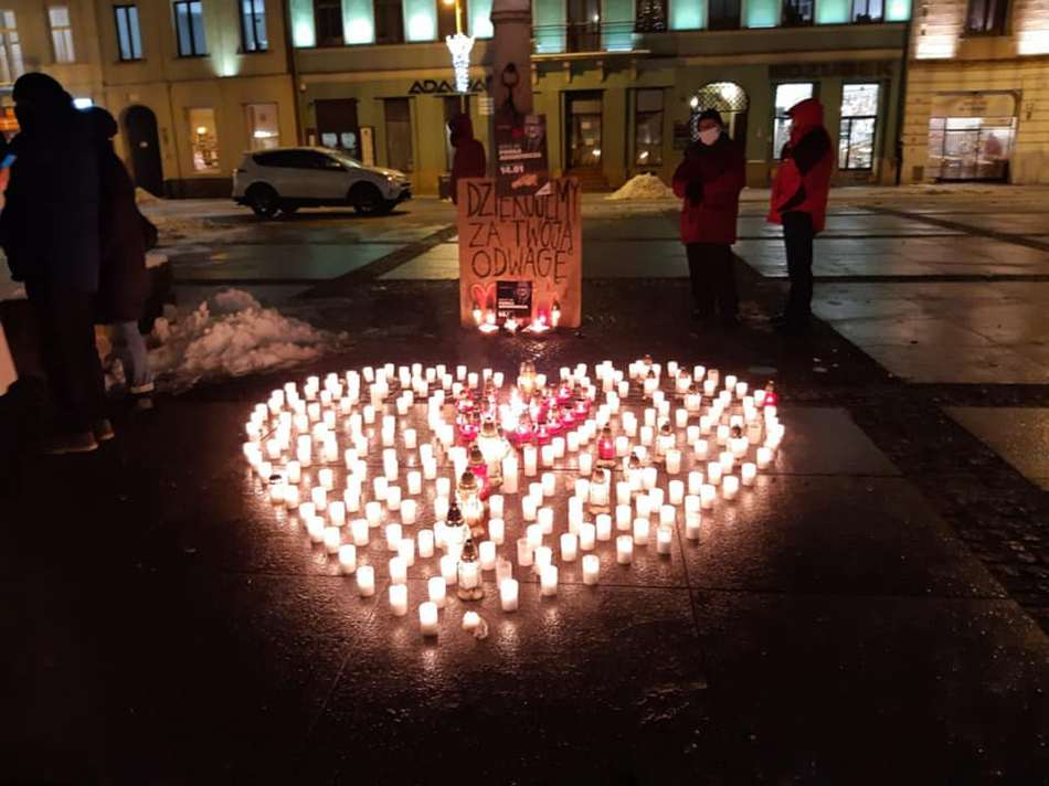 Płonące serce dla Pawła Adamaowicza na kieleckim Rynku