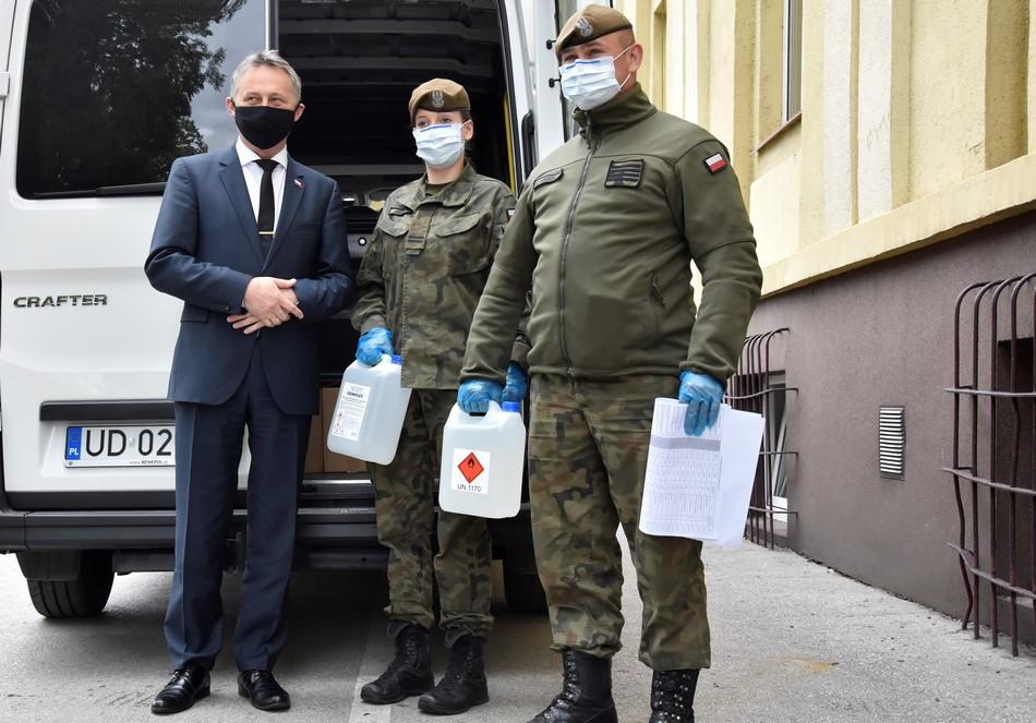 Wojewoda rozdysponował kolejną partię środków ochronnych dla szpitali