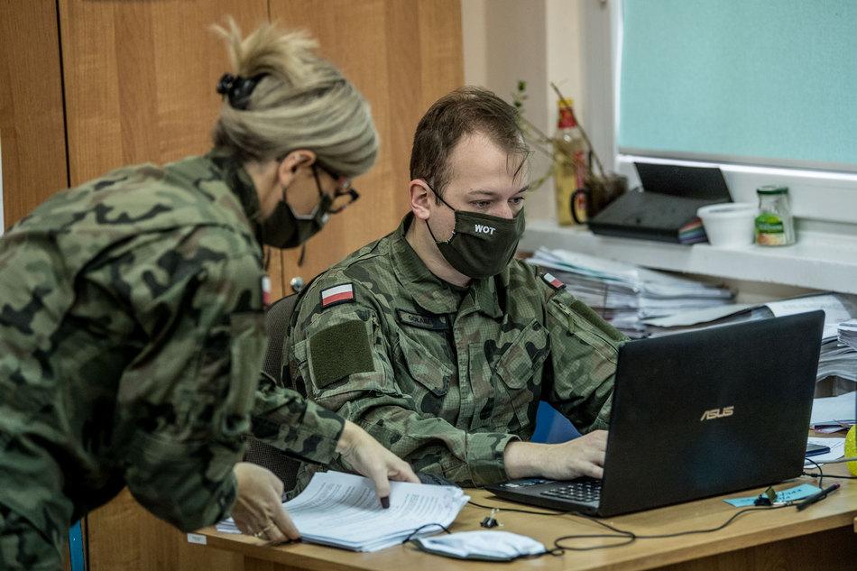 Wojsko w Sanepidzie. Pomagają w pracy administracyjnej