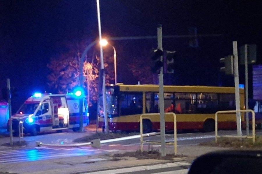 Wypadek autobusu. Kierowca zmarł w szpitalu