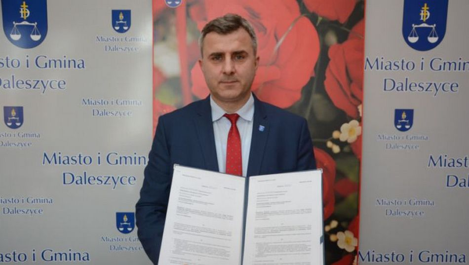 Tajemnicza umowa burmistrza Daleszyc o wartości ponad 300 tysięcy złotych