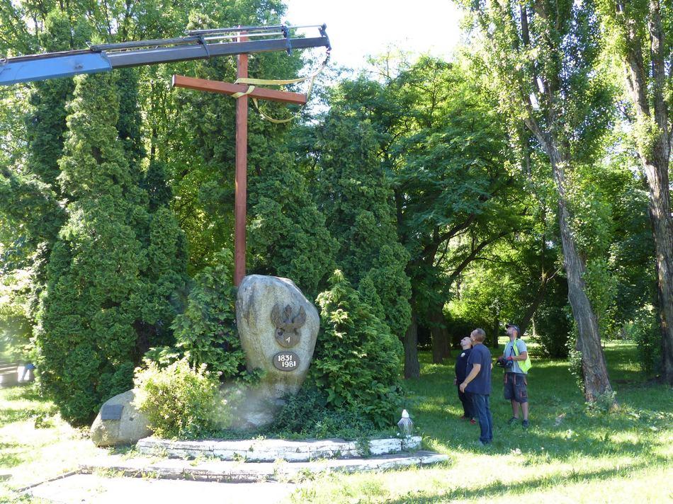 Kieleccy Patrioci odnowili krzyż przy ulicy Zagórskiej
