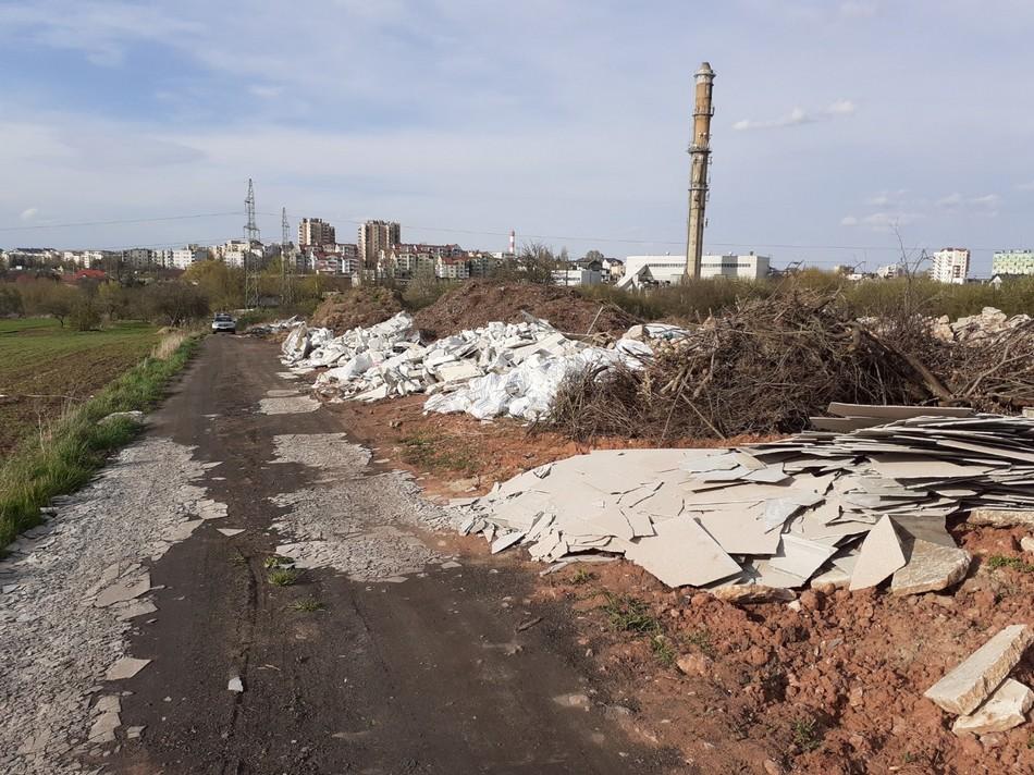 Nielegalne wysypisko śmieci tuż obok Karczówki