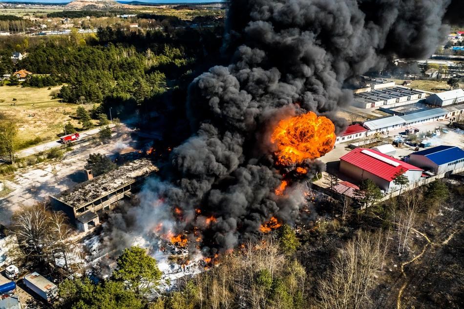 Prokuratura oskarża o podpalenie chemikaliów w Nowinach