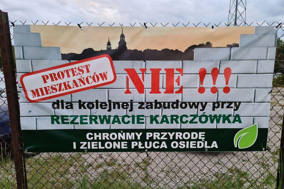 Mieszkańcy Podkarczówki kontra deweloperzy. Protest przeciwko zabudowie zbocza Karczówki