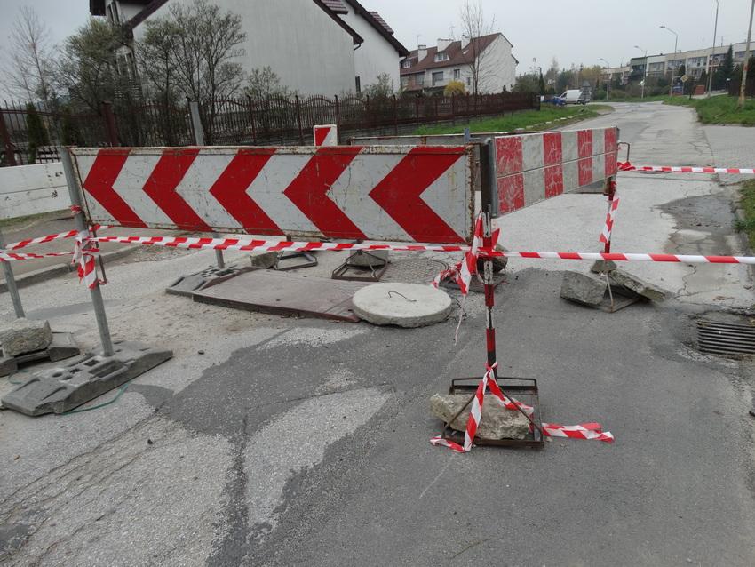 Zabarykadowana ulica Kryształowa