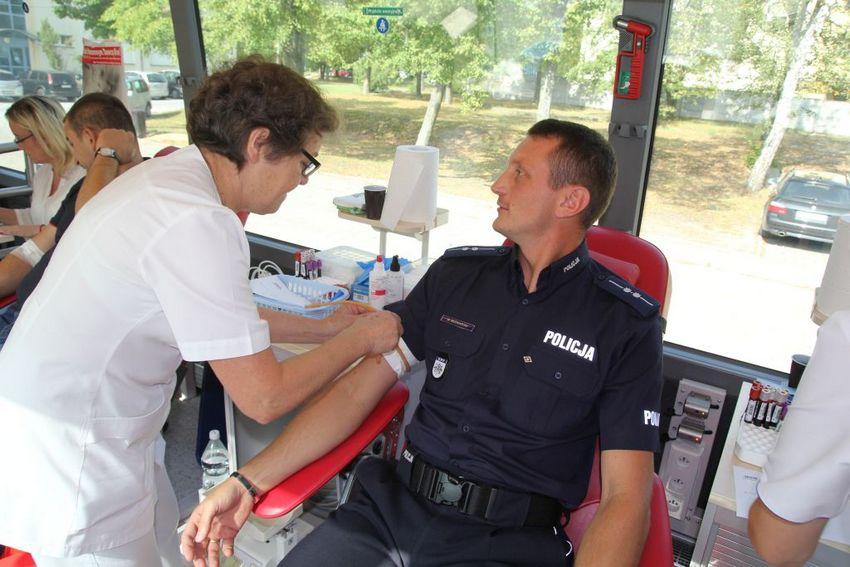 Policjanci oddali 11 litrów krwi