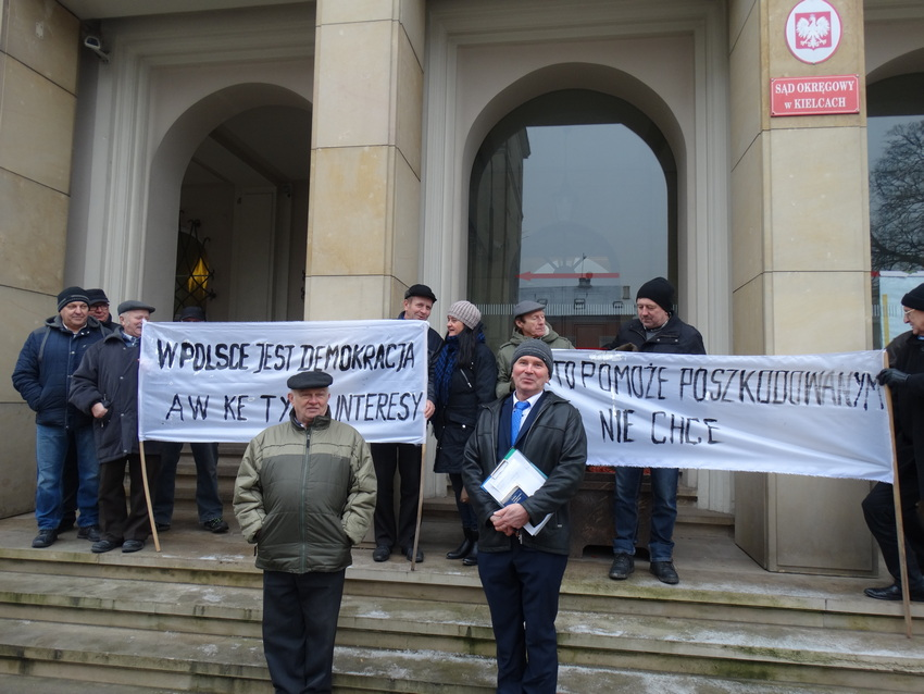 Poszkodowani przez sądy protestowali pod Sądem Okręgowym (WIDEO)