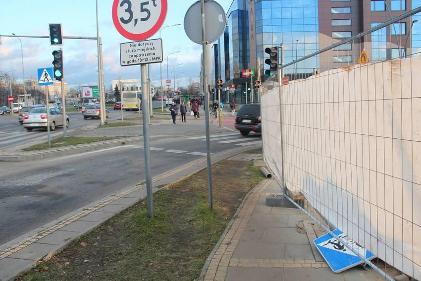 Utrudnienia dla pieszych w centrum Kielc