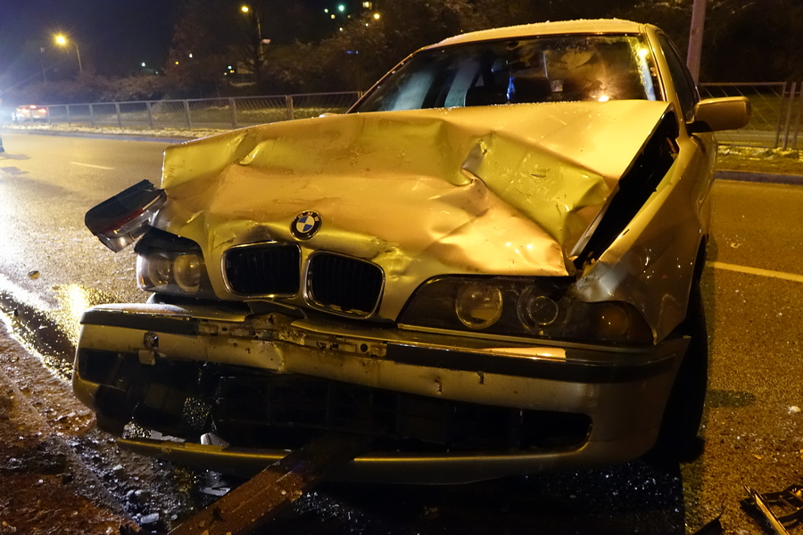 BMW potrącił pieszego. Policja poszukuje świadków