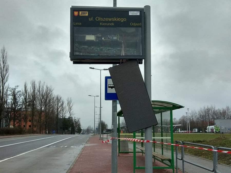 BMW w tablice na Olszewskiego