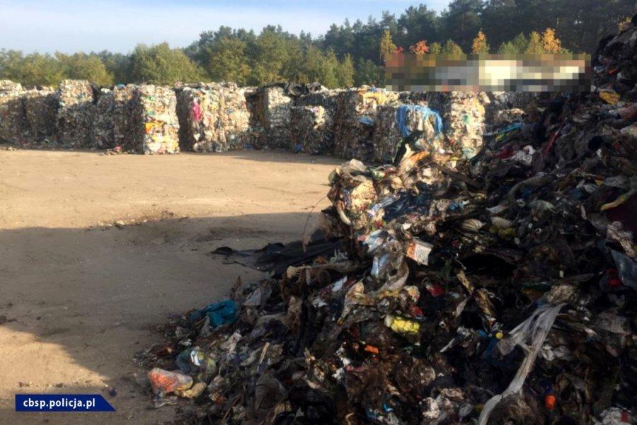 Kieleckie CBŚP rozbiło mafię śmieciową