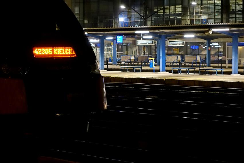 Desperat na dworcu kolejowym. Chciał skoczyć pod pociąg