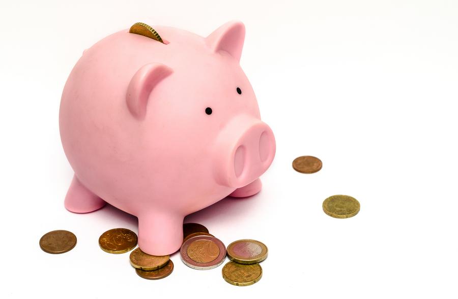 Brać kredyt, czy oszczędzać?