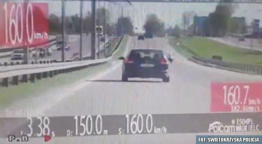 Z trójką dzieci gnała 160 km/h