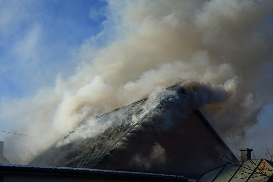 Pożar w podkieleckiej Tokarni. Zginął mężczyzna