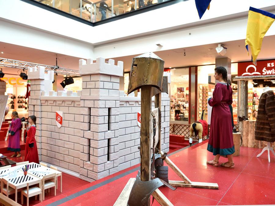 Średniowieczne miasteczko w Galerii Echo