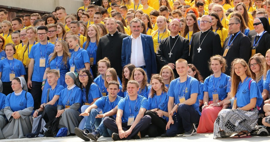 """Stypendyści Fundacji """"Dzieło Nowego Tysiąclecia"""" przyjechali do Kielc"""