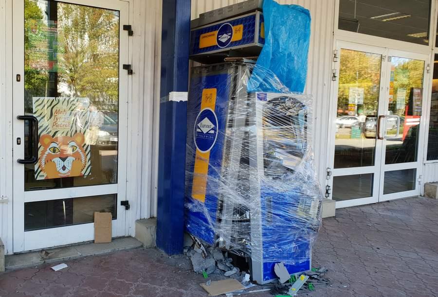 Na Czarnowie wysadzili bankomati