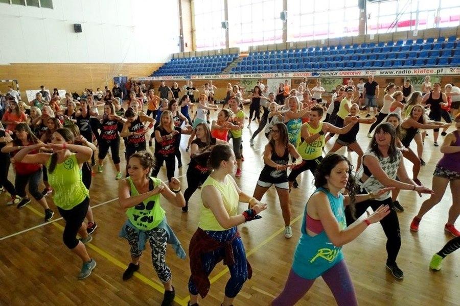 Organizują charytatywny maraton zumby. By pomóc Kacprowi stanąć na własnych nogach