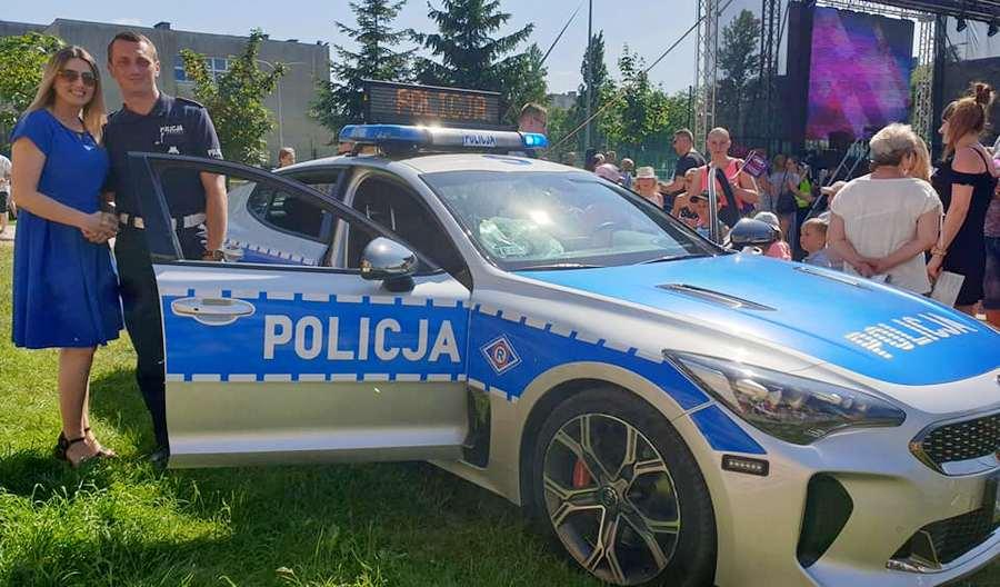 Sportowy Kia Stinger na świętokrzyskich drogach! Policjanci testują nowe auto