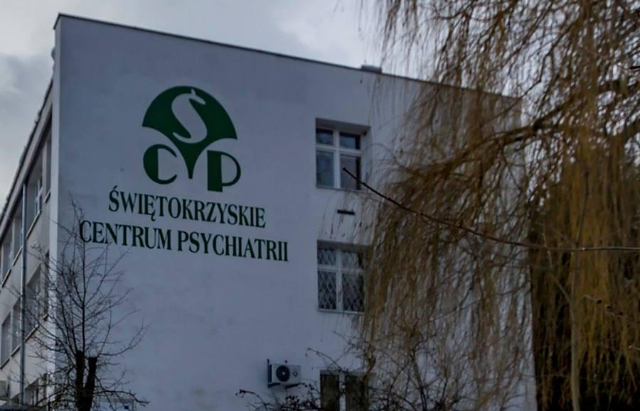 Awantura w szpitala w Morawicy. Pacjent chciał skoczyć z dachu