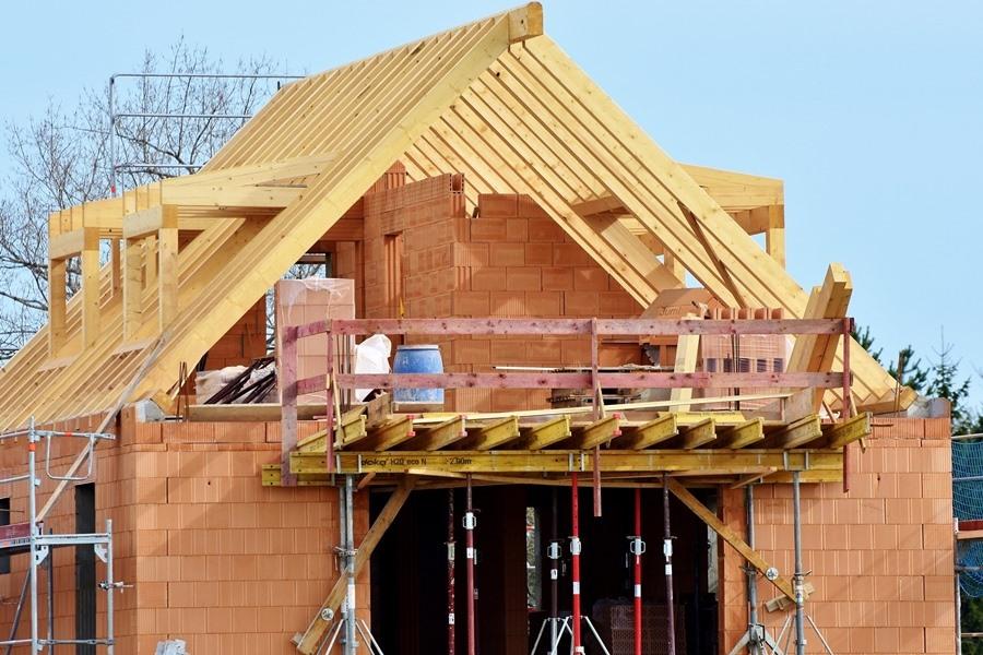 Wyprowadzka pod Kielce. Gdzie powstaje najwięcej domów?