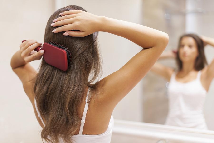 Ratunek dla wypadających włosów – jak im pomóc odzyskać piękno?