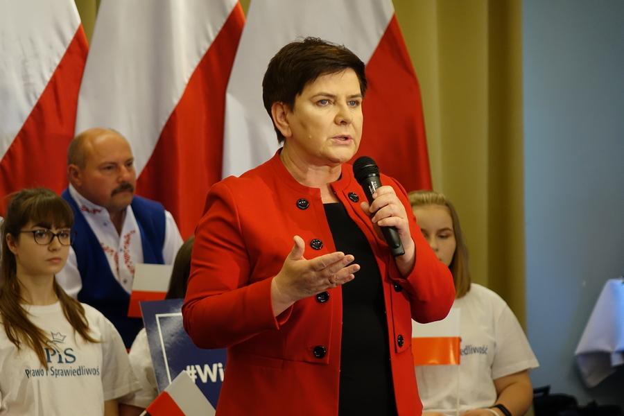 Oficjalne wyniki wyborów: Rekord Beaty Szydło. Do Brukseli poślemy sześciu posłów