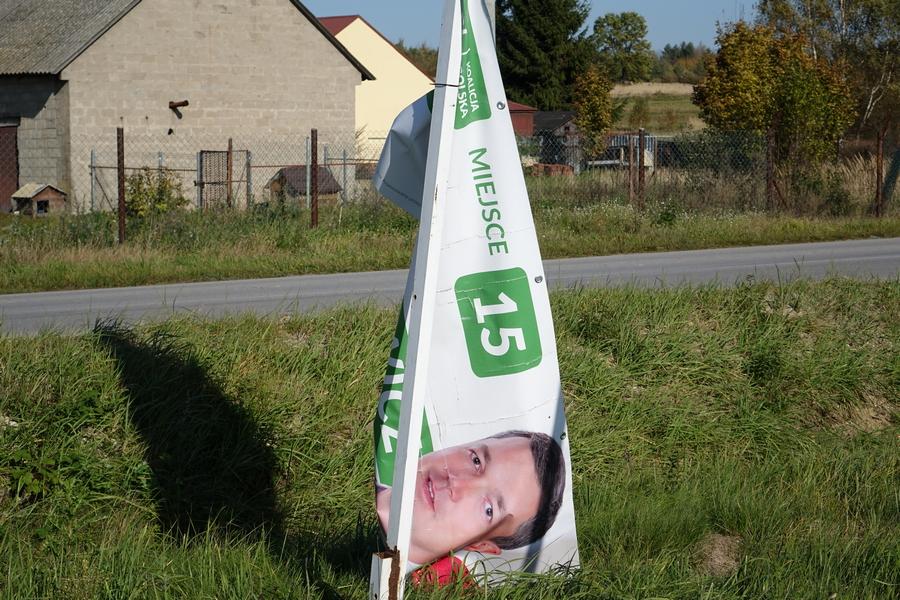 Spada poparcie dla wójta Nowaczkiewicza. Przez podwyżki dla mieszkańców i nagrody w urzędzie?