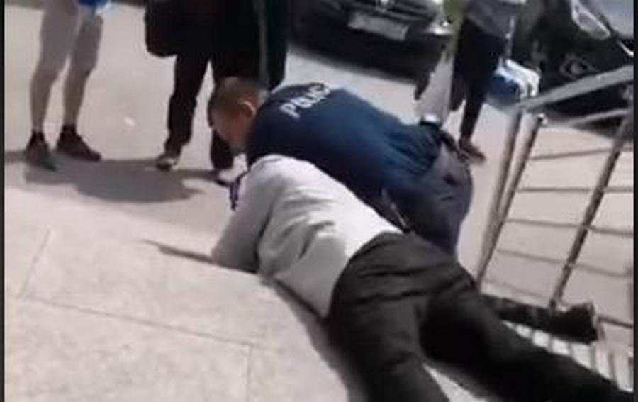 Prokuratorskie zarzuty po ataku nożownika na policjanta. Grozi mu dożywocie