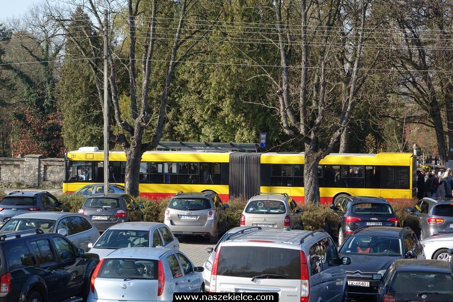 Dodatkowe linie autobusowe na Wszystkich Świętych