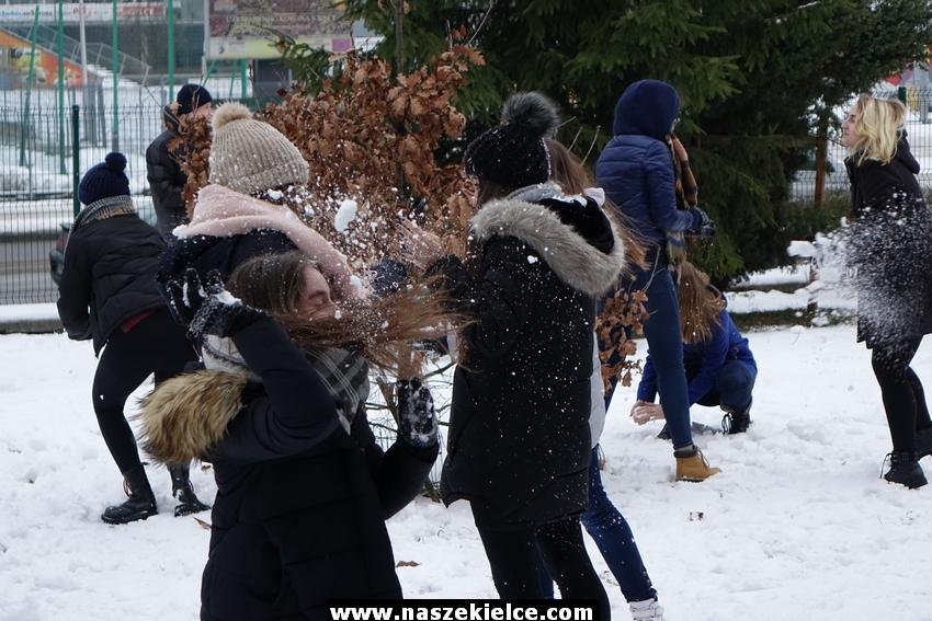 Bitwa na śnieżki w Liceum Żeromskiego 24.01.2018