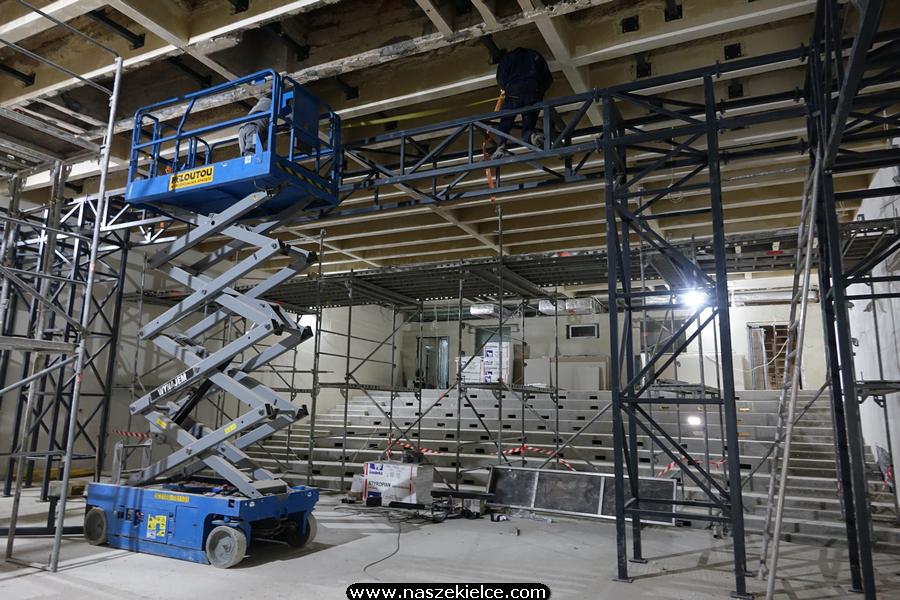Budowa sceny Teatru Żeromskiego w WDK 06.04.2020