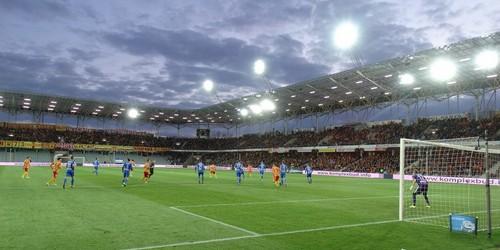 kielce wiadomości Na stadionie Korony zamontowano telebim i nowe ławki rezerwowe