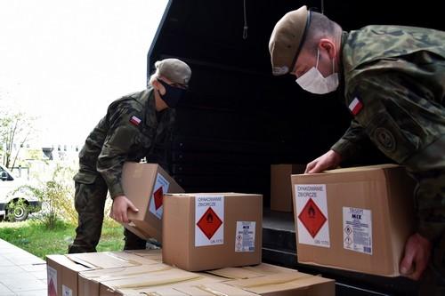 kielce wiadomości Wojewoda przekazał 35 tysięcy litrów płynu dezynfekującego