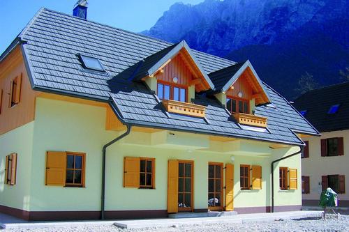 kielce wiadomości Wybór dachu, czyli w czym blachodachówka przewyższa tradycyjne pokrycia ceramiczne i betonowe