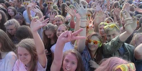 kielce wiadomości Tłumy młodych osób na Festiwalu Kolorów (ZDJĘCIA,WIDEO)