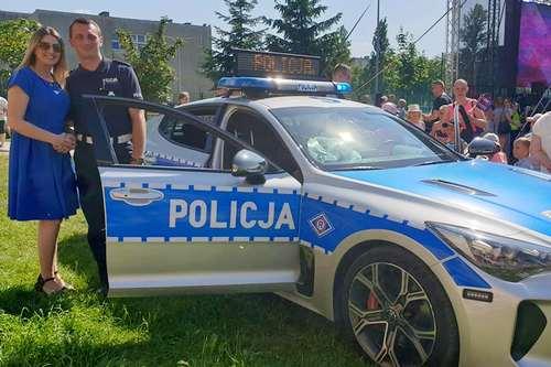 kielce wiadomości Sportowy Kia Stinger na świętokrzyskich drogach! Policjanci testują nowe auto