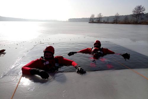 kielce wiadomości Kruchy lód w Cedzynie (ZDJĘCIA)