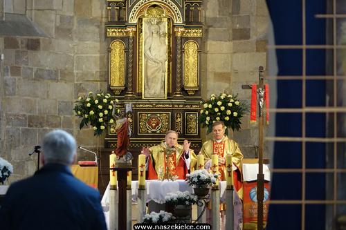 kielce wiadomości W rocznicę chrztu Polski modlili się w wiślickiej kolegiacie (ZDJĘCIA)