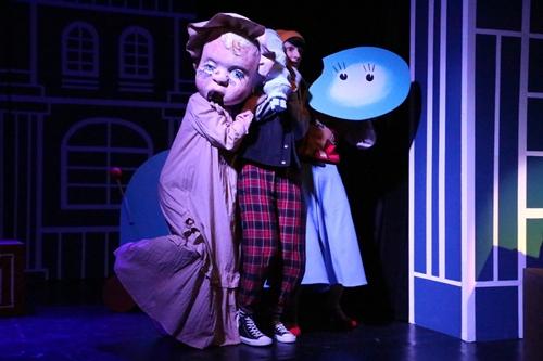 """kielce wiadomości Premiera w Teatrze """"Kubuś"""". Tym razem o starciu tradycyjnych zabawek z rozrywką cyfrową"""
