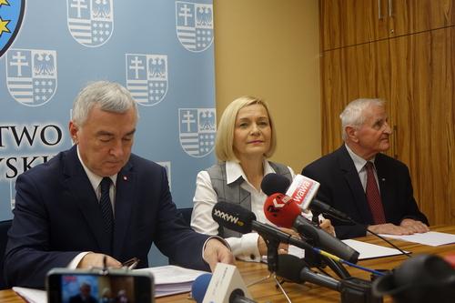 kielce wiadomości Nowa ekipa w urzędzie marszałkowskim sobie nie radzi? Obecny zarząd odpiera zarzuty